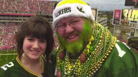 Packers fan wants restraining order against Bears to wear green...